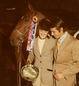 Anna-with-her-trainer-Ronnie-Mutch-after-winning-the-Maclay-Finals-in-1971